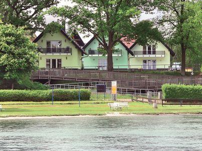 Strandhaus am Ufer der Müritz, 30 m bis zum Badestrand