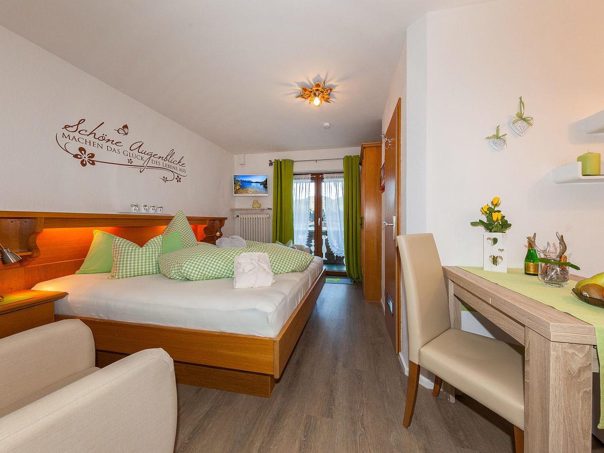ferienwohnung silvia im g stehaus huber alpenwelt karwendel zugspitzregion alpenwelt. Black Bedroom Furniture Sets. Home Design Ideas