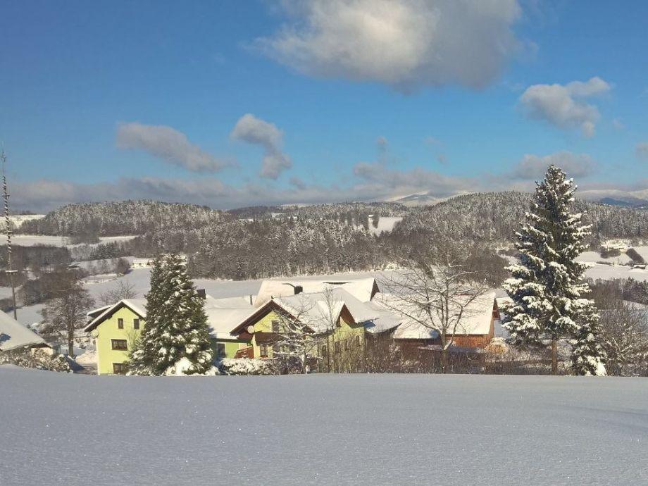 Unser Hof an einem sonnigen Wintertag