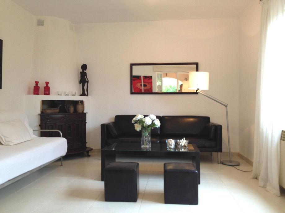 gro es wohnzimmer kamin. Black Bedroom Furniture Sets. Home Design Ideas
