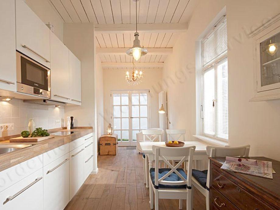 moderne Küche in schönem Ambiente