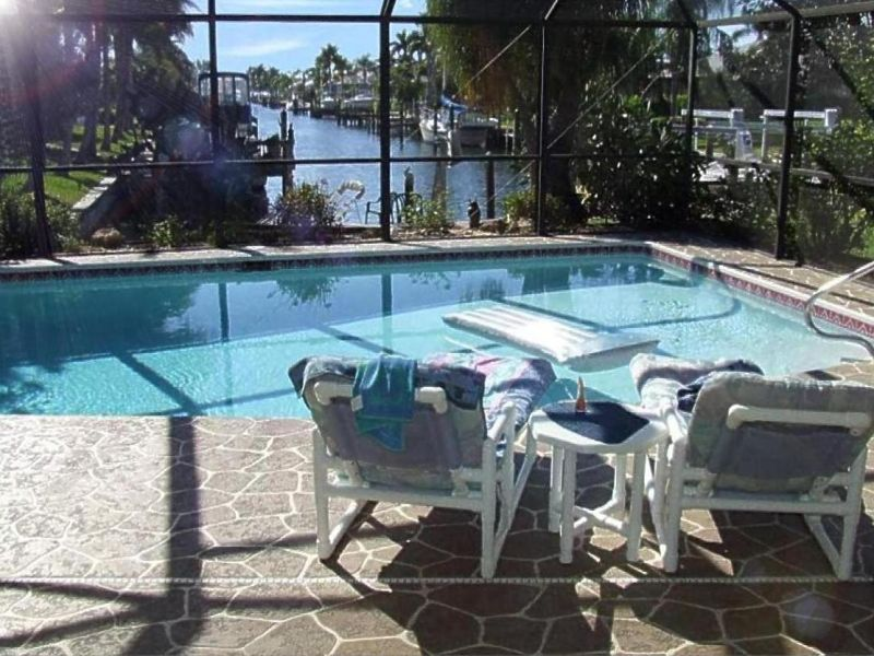 Villa LOW-priced with pool and boat-dock
