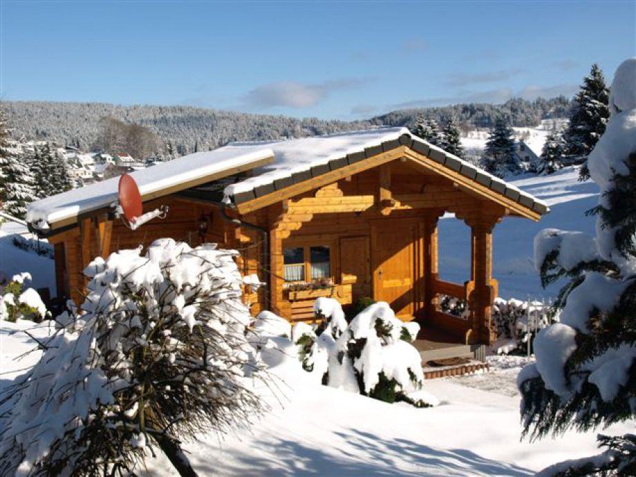Holzblockhäusle im Winter