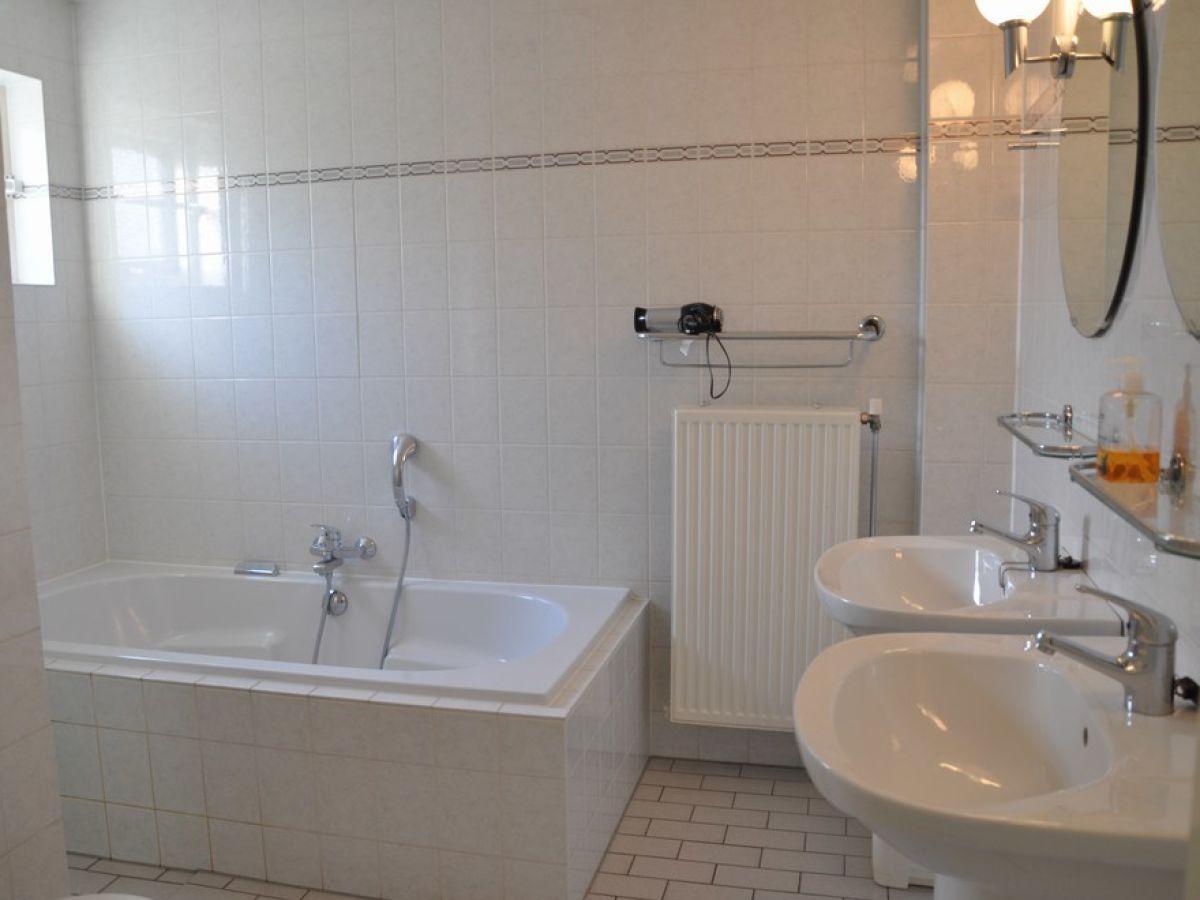 Ferienhaus ooghduyne 271 nord holland julianadorp for Badewanne badezimmer