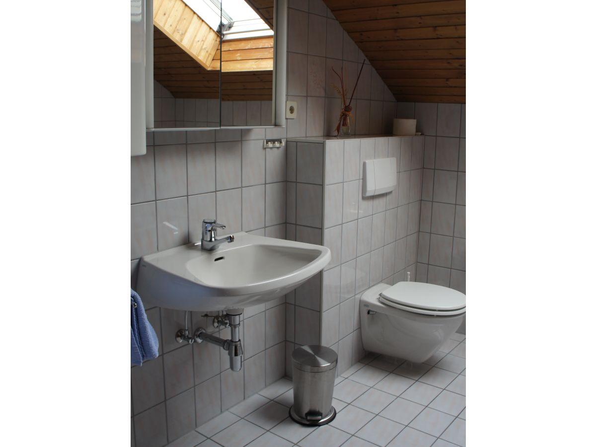 Ferienhaus heidi pfeifhofer wgh c bodensdorf am - Badezimmer mit dusche und badewanne ...