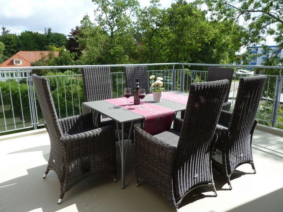 Balkon mit komfortabler Sitzgruppe