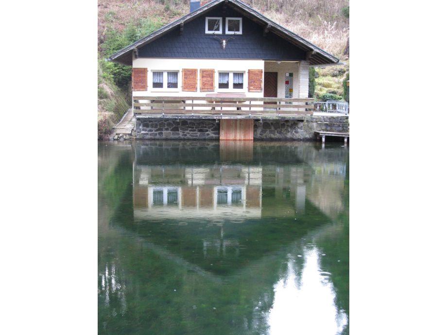 Haus mit Spiegelbild