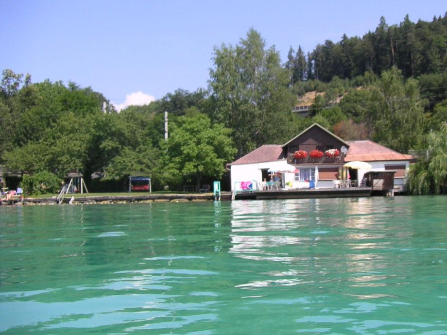 Außenaufnahme Hous Moritz directly on the lake