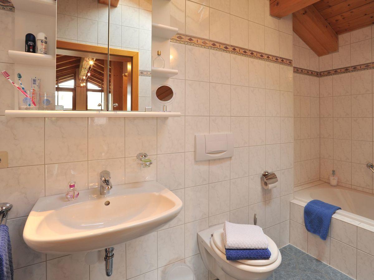Ferienwohnung im ferienhaus kaiserfeld chiemgau firma haus kaiserfeld familie christine und - Badewanne mit integrierter dusche ...