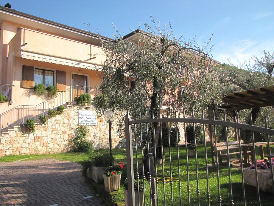 Außenaufnahme Villa Margherita 3-Zimmer-Whg am See mit Pool