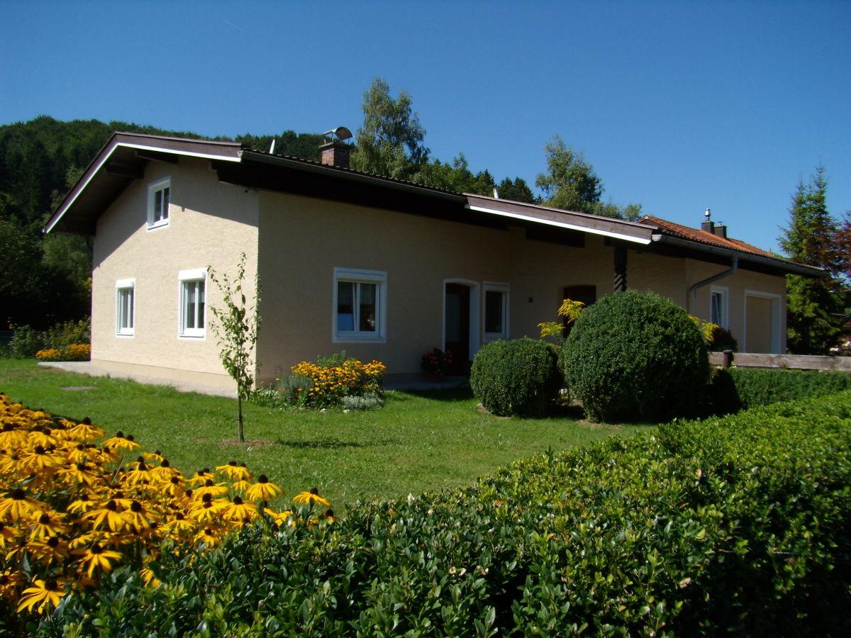 ferienhaus bettis bungalow bergen im chiemgau frau. Black Bedroom Furniture Sets. Home Design Ideas