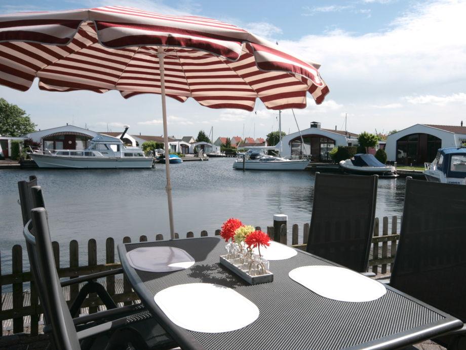 Terrasse am Wasser 10 Meter Bootssteg