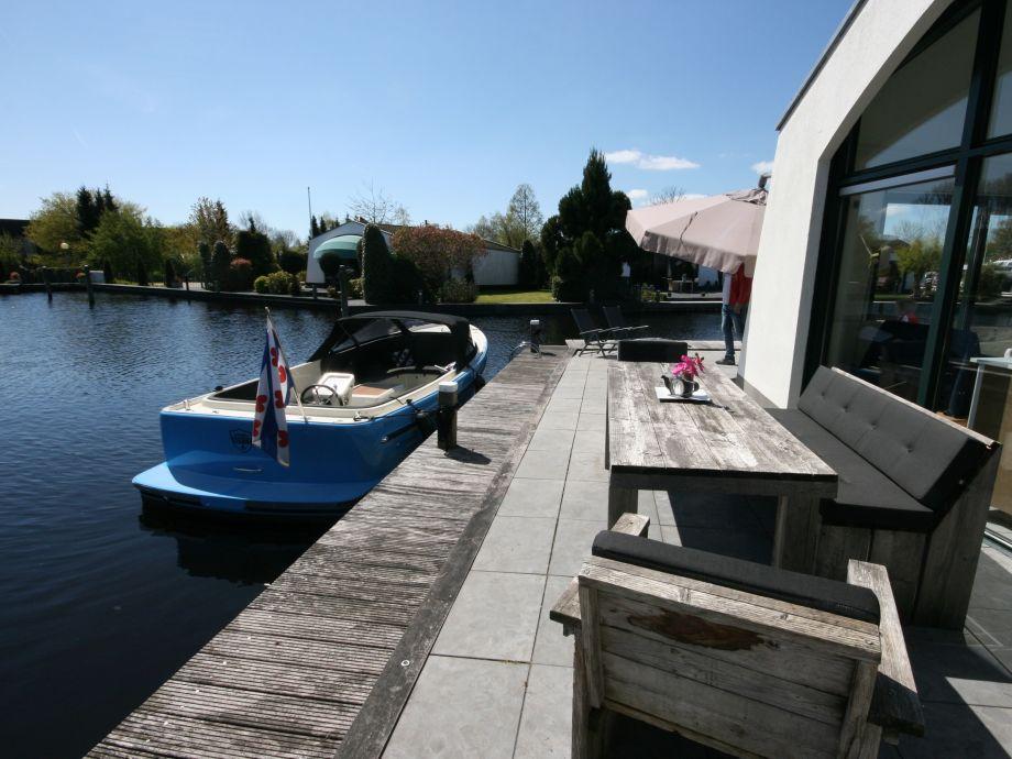 bungalow am wasser ijsselmeer lemmer firma aqua state. Black Bedroom Furniture Sets. Home Design Ideas