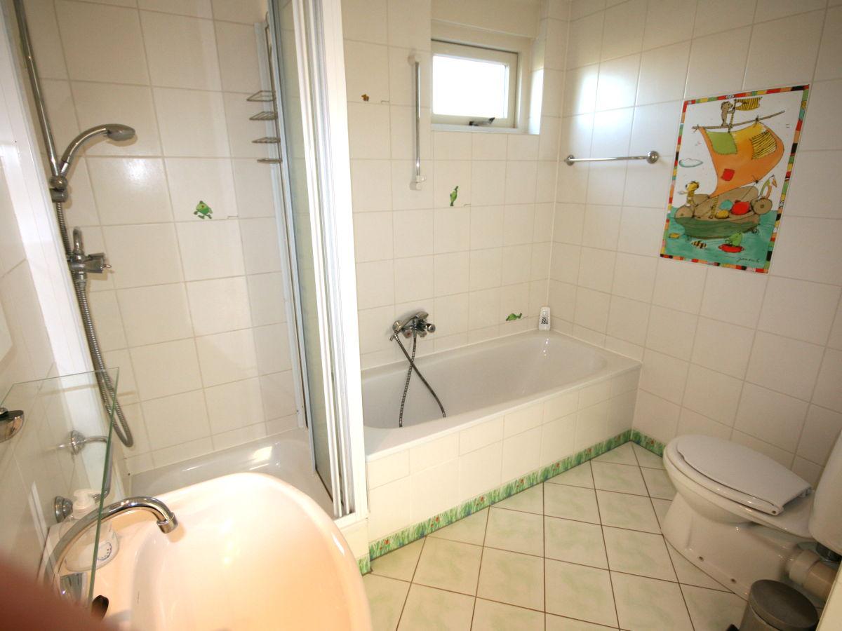 Ferienhaus paradies am wasser ijsselmeer lemmer firma for Badezimmer mit dusche und wanne