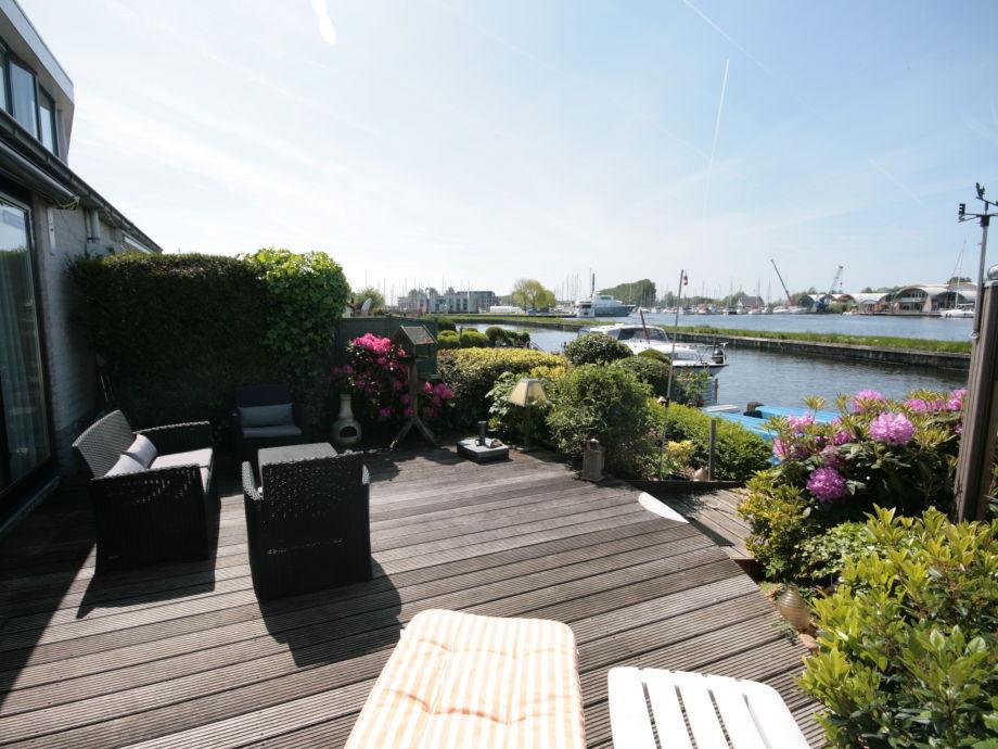 Terrasse mit Sudweg Lage am Wasser mit 10 M Bootssteg
