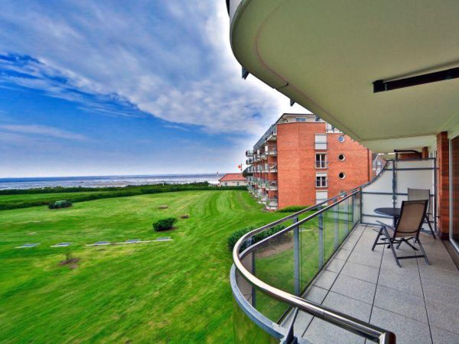 wunderschöne Aussicht von der großzügigen Terrasse