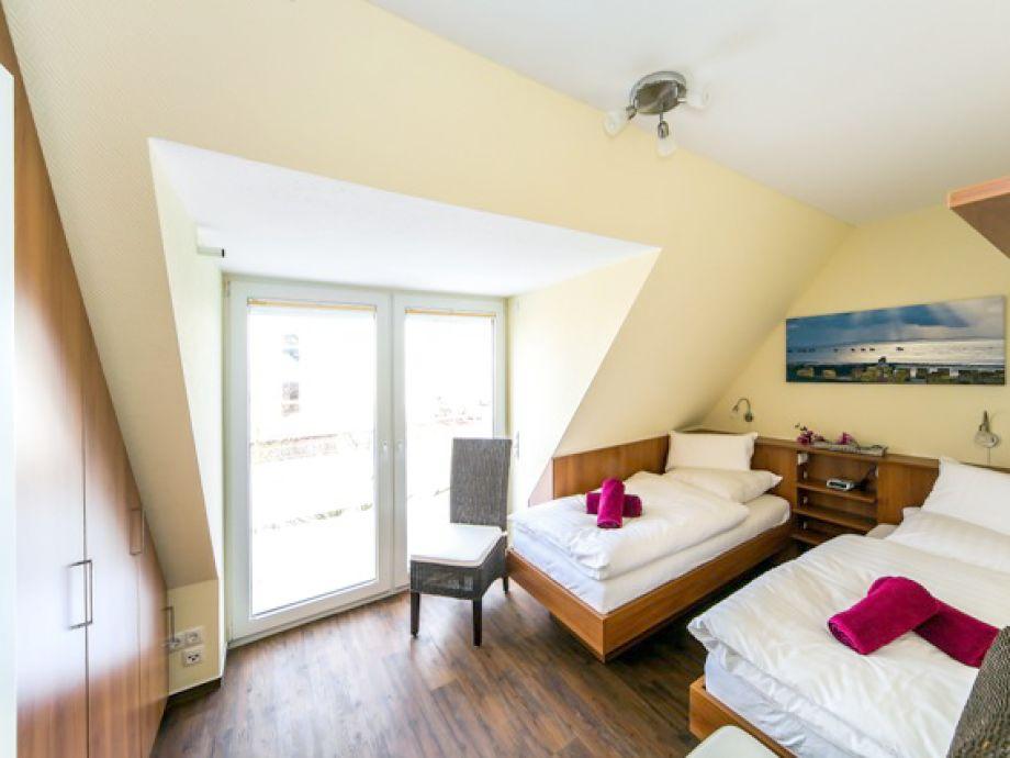 Ferienwohnung palais am meer whg 7 niedersachsen for Schlafzimmer schrankwand