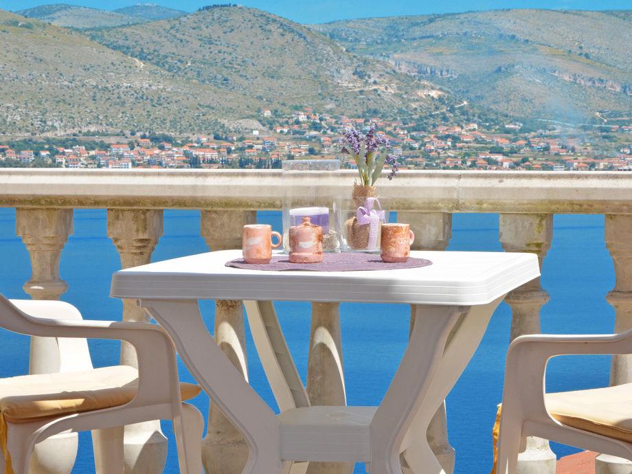 Ausblick vom Balkon auf das Meer