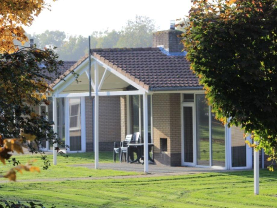Bungalow Veranda, IJsselmeer, Koudum - Firma Ferienpark De Kuilart ...