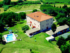 Farmhouse Apartment 6/8 Persons with pool