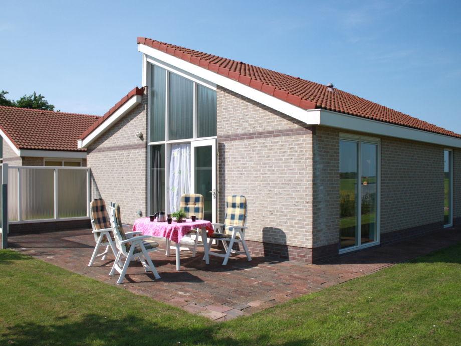 Terrasse und Seitenansicht
