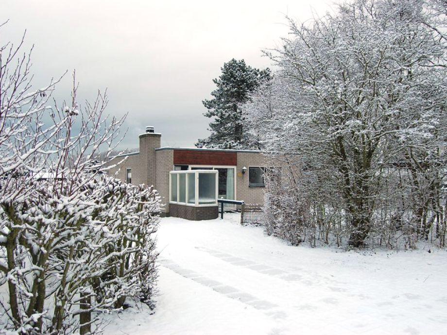 Ein Winterbild vom Bungalow