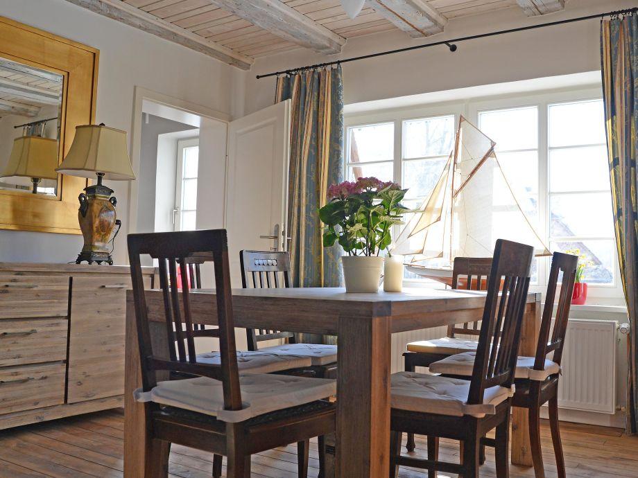 Ferienwohnung west im ferienhaus mechelsdorf ostsee for Wohnzimmer mit esstisch