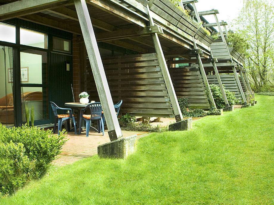 Terrasse und Garten zum Ap. 2
