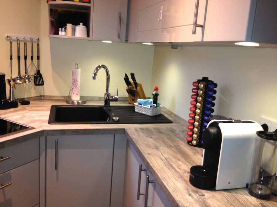 Die Moderne Und Vollausgestattete Küche