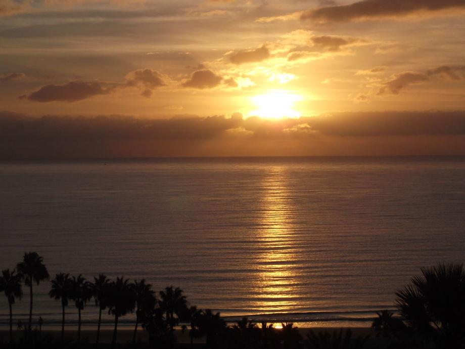 Sonnenaufgang über dem Meer, vom Balkon aus