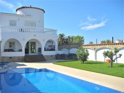 Casa Primavera mit Privatpool und Bootsliegeplatz