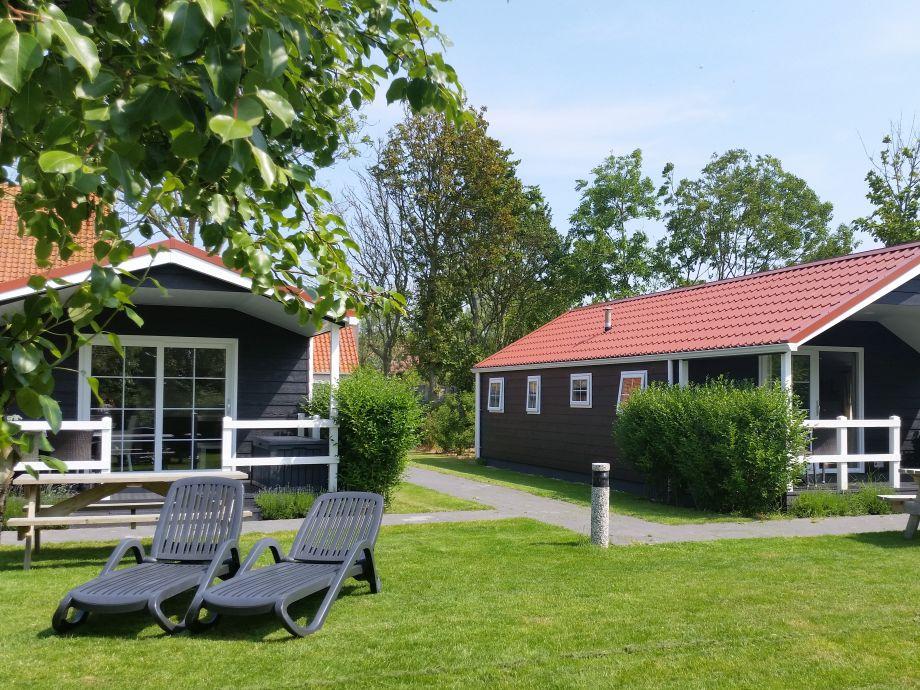 Schöne Lodges im Obstgarten