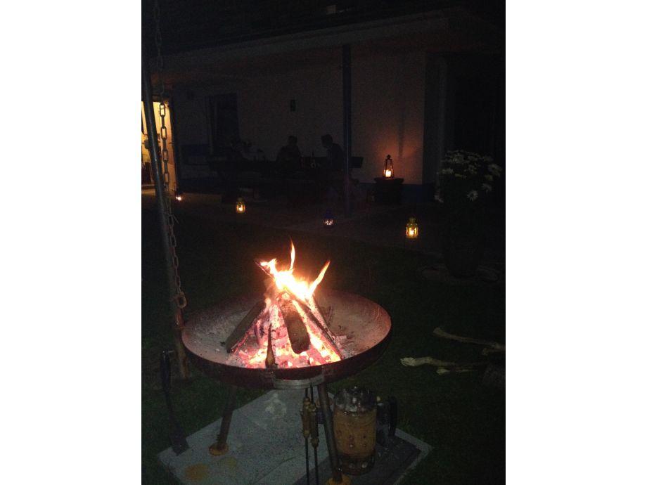 abendliches Grillen und Lagerfeuer