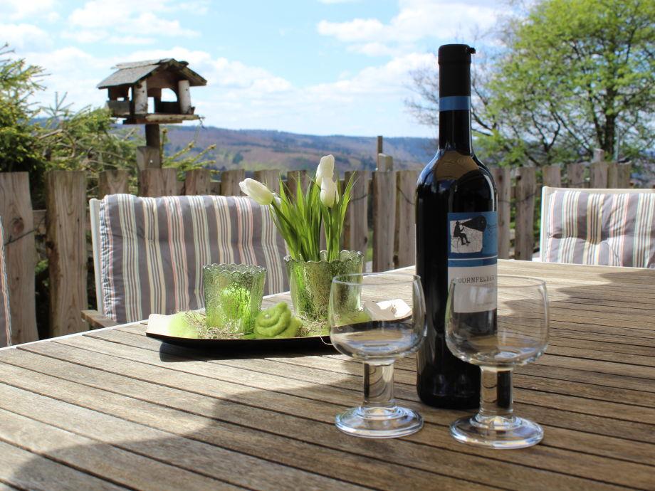 Unsere Terrasse ist ein idealer Ort zum Geniessen