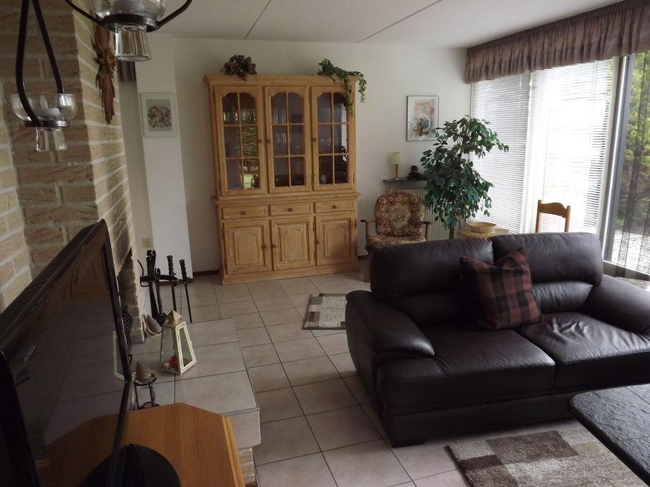 Wohnzimmer mit Pinienschrank