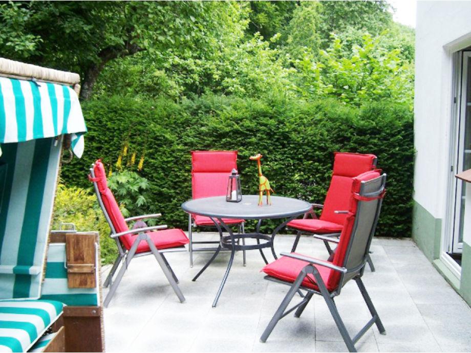 Sonnenterrasse mit Strandkorb & Gartenmöbel