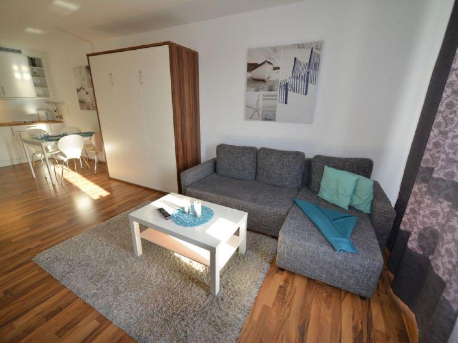 Wohnzimmer mit einem Doppelschrankbett
