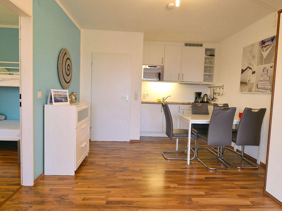 Wohnzimer mit Esstisch
