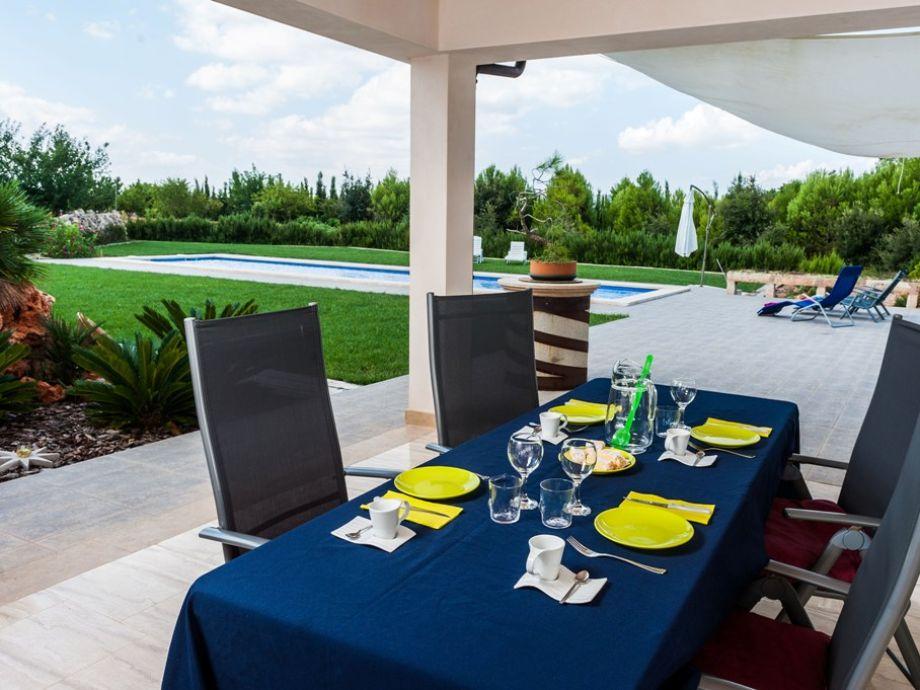 Genießen Sie Ihre Mahlzeit auf der Terrasse