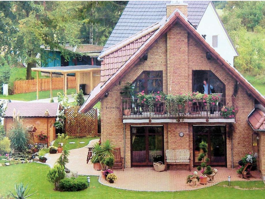 Gartenansicht mit eingezäuntem Garten, Terrasse uvm.