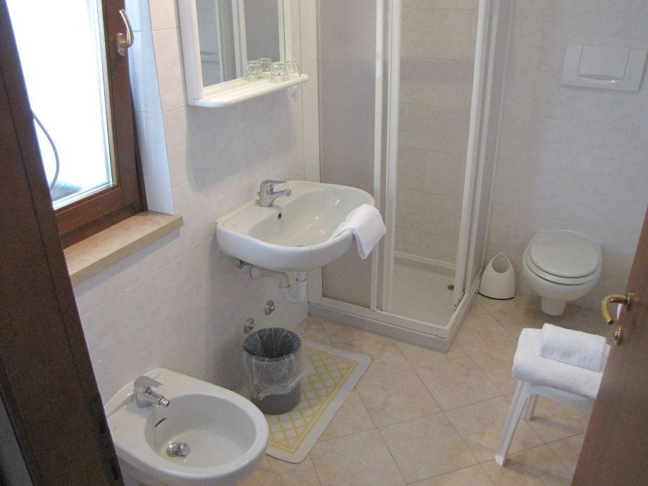 ferienwohnung residenz villa margherita 2 zimmer whg mit pool gardasee brenzone herr oreste. Black Bedroom Furniture Sets. Home Design Ideas