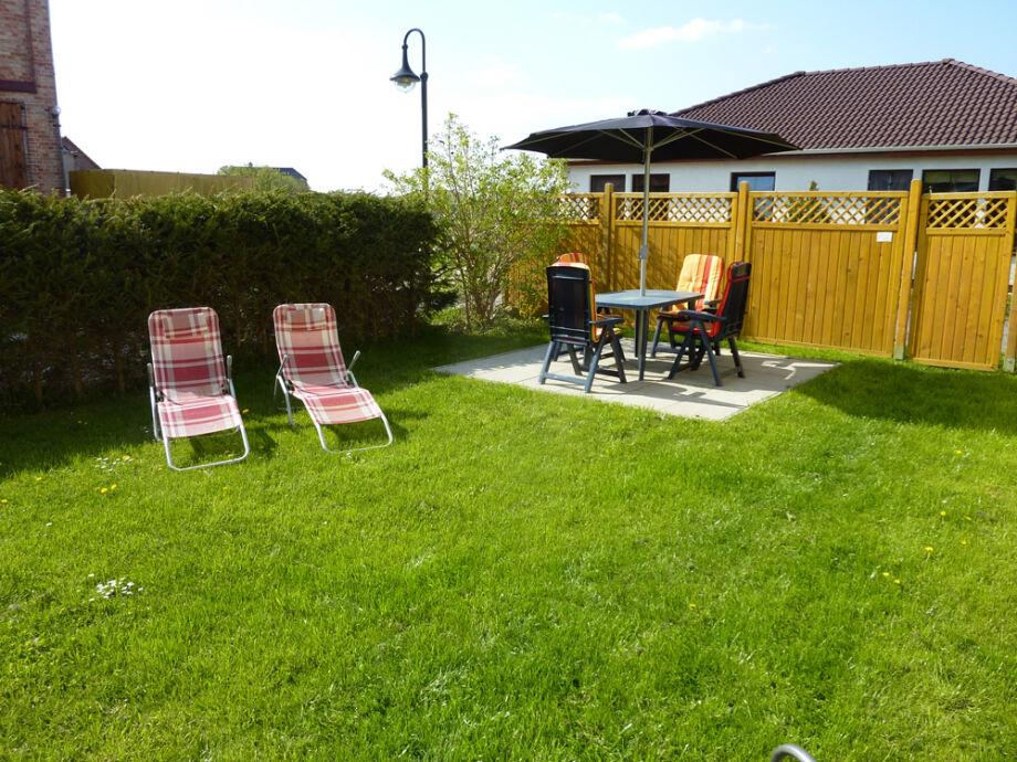Terrasse mit Liegewiese FeWo2