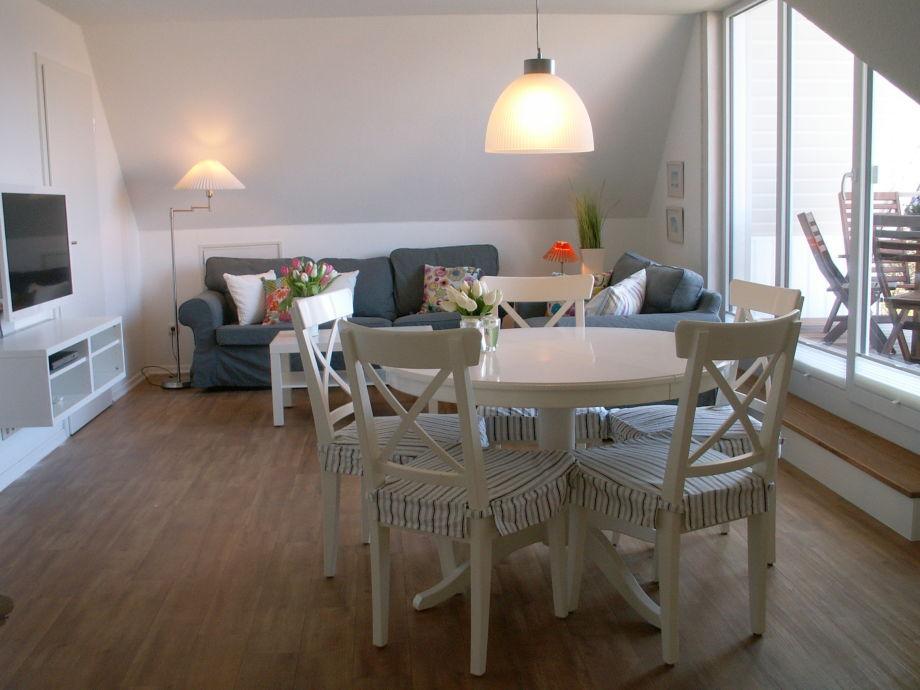 Stilvoller Wohnbereich und großzügiger Sonnenbalkon