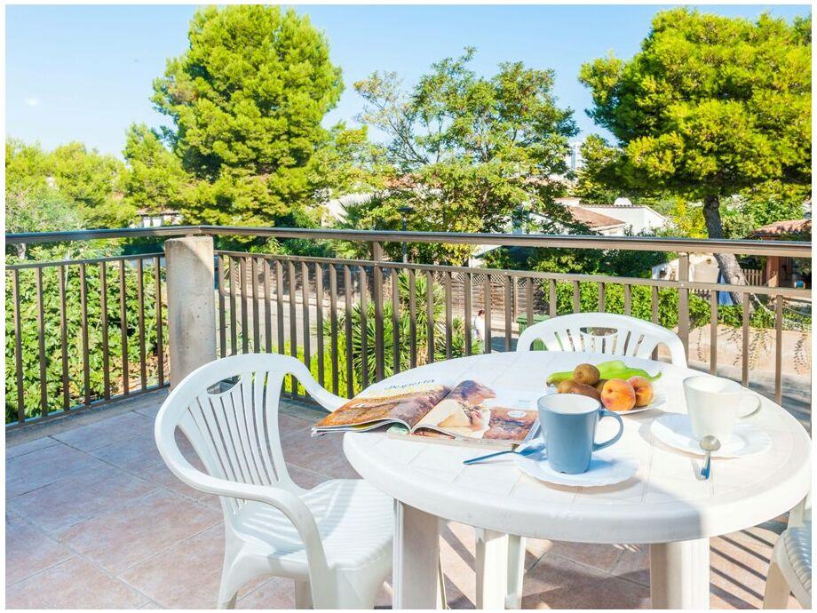 Entspanntes Frühstück auf dem Balkon