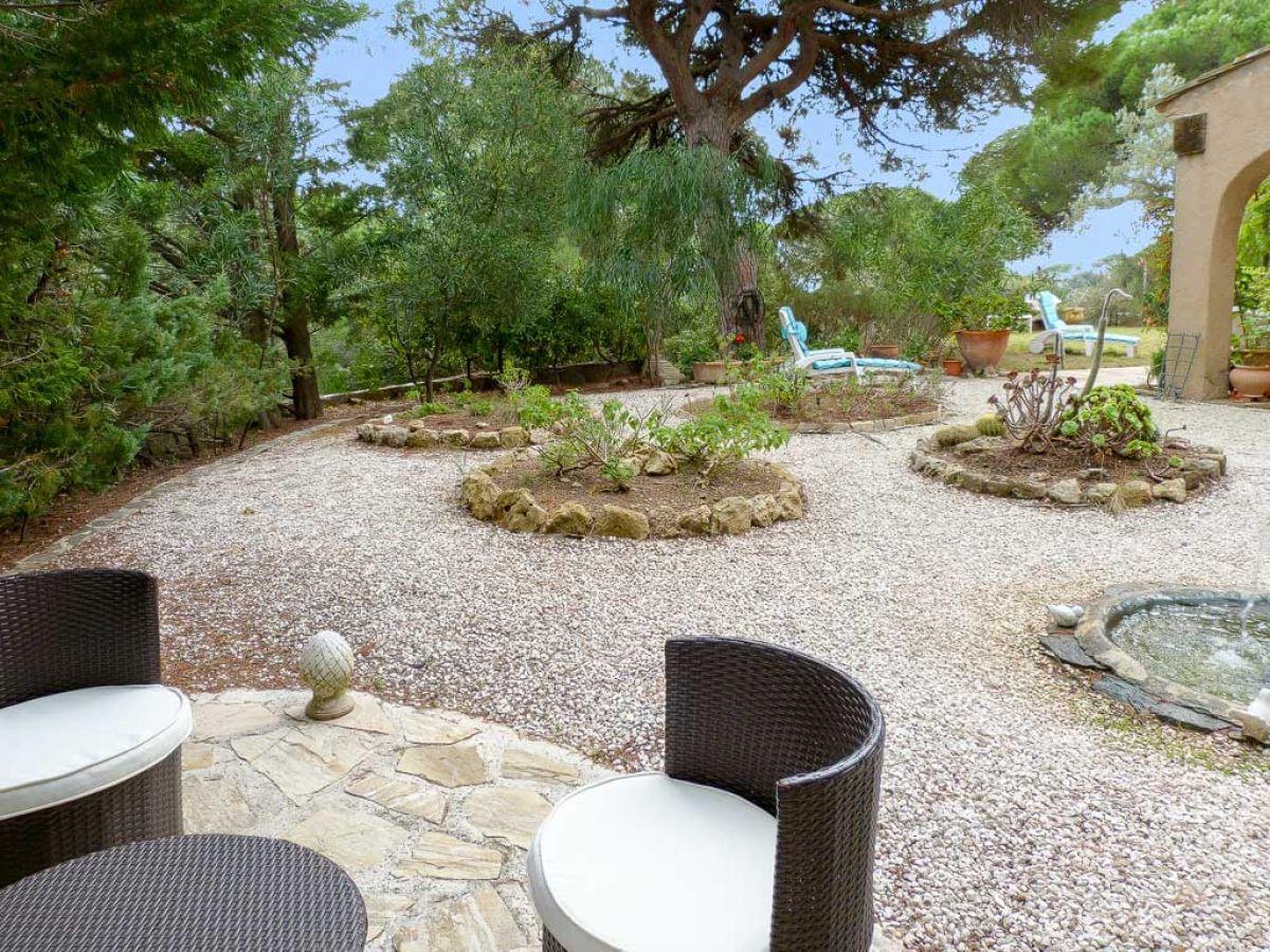 Villa oberhalb des strandes von la nartelle c te d 39 azur for Angelegter garten