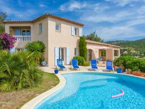 Villa mit Pool und Meerblick in Les Issambres