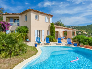 Villa with pool and sea view in Les Issambres
