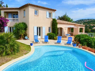 with pool and sea view in Les Issambres