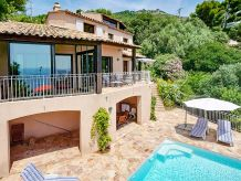 Villa with pool and sea views in Le Pradet