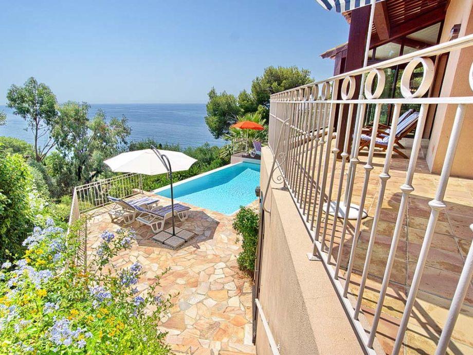 Blick vom Ferienhaus mit Pool in Carqueiranne